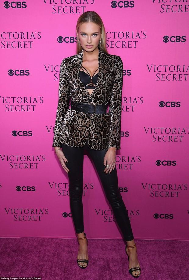 Siêu mẫu vồ ếch Ming Xi diện đồ gợi cảm đọ sắc cùng dàn thiên thần Victorias Secret trên thảm hồng - Ảnh 7.