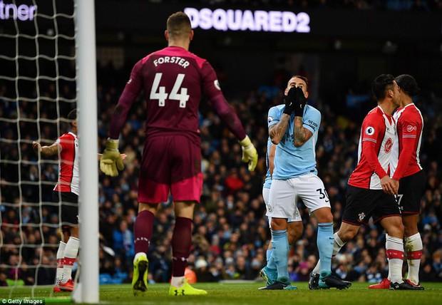 Man City thắng kịch tính phút bù giờ, lại hơn Man Utd 8 điểm - Ảnh 5.