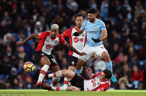 Man City thắng kịch tính phút bù giờ, lại hơn Man Utd 8 điểm - Ảnh 4.