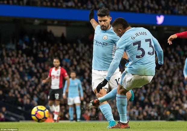 Man City thắng kịch tính phút bù giờ, lại hơn Man Utd 8 điểm - Ảnh 8.