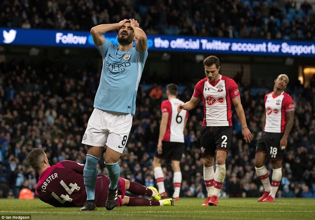 Man City thắng kịch tính phút bù giờ, lại hơn Man Utd 8 điểm - Ảnh 6.