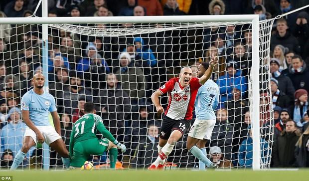Man City thắng kịch tính phút bù giờ, lại hơn Man Utd 8 điểm - Ảnh 9.