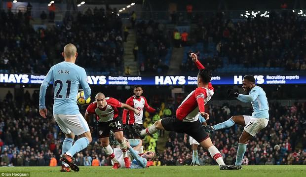 Man City thắng kịch tính phút bù giờ, lại hơn Man Utd 8 điểm - Ảnh 10.