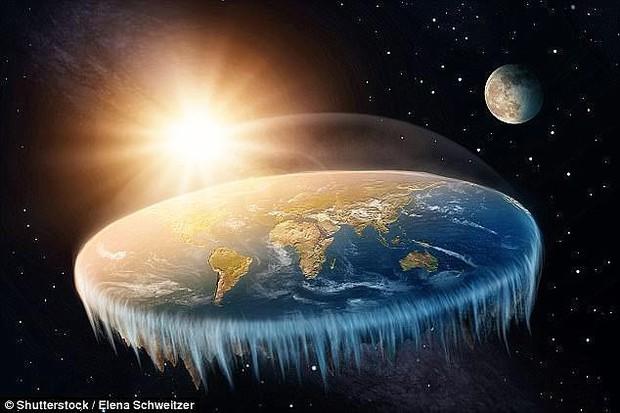 Chỉ bằng 1 câu nói, Elon Musk khiến hội tin vào thuyết Trái đất phẳng trở nên thật nực cười - Ảnh 1.