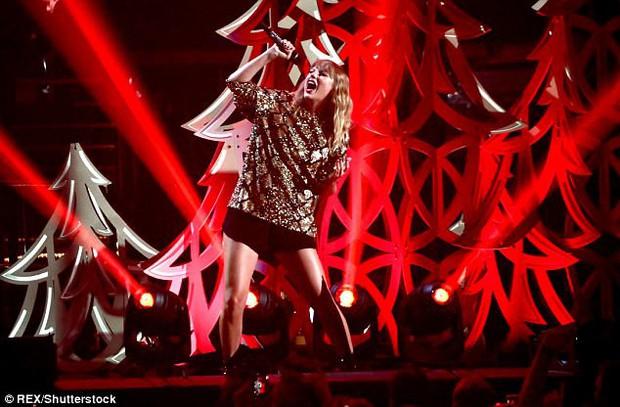 Taylor Swift khoe cặp đùi mật ong to ngang ngửa Beyoncé trên sân khấu trở lại - Ảnh 8.