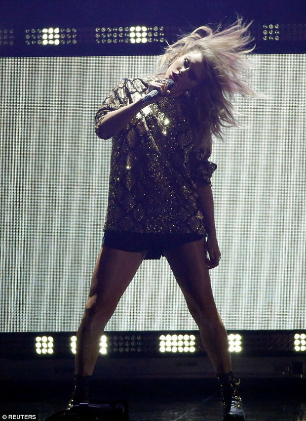 Taylor Swift khoe cặp đùi mật ong to ngang ngửa Beyoncé trên sân khấu trở lại - Ảnh 11.