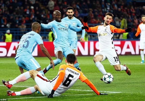 Man City bại trận ở Champions League trước derby thành Manchester - Ảnh 4.