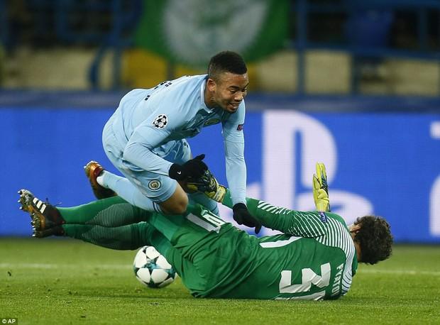 Man City bại trận ở Champions League trước derby thành Manchester - Ảnh 8.