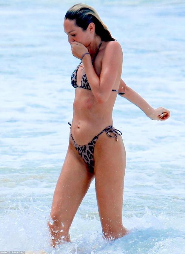 Không hổ danh là thiên thần, Candice Swanepoel đã mang bầu lần 2 mà vẫn bốc lửa như thiêu rụi cả bãi biển - Ảnh 5.