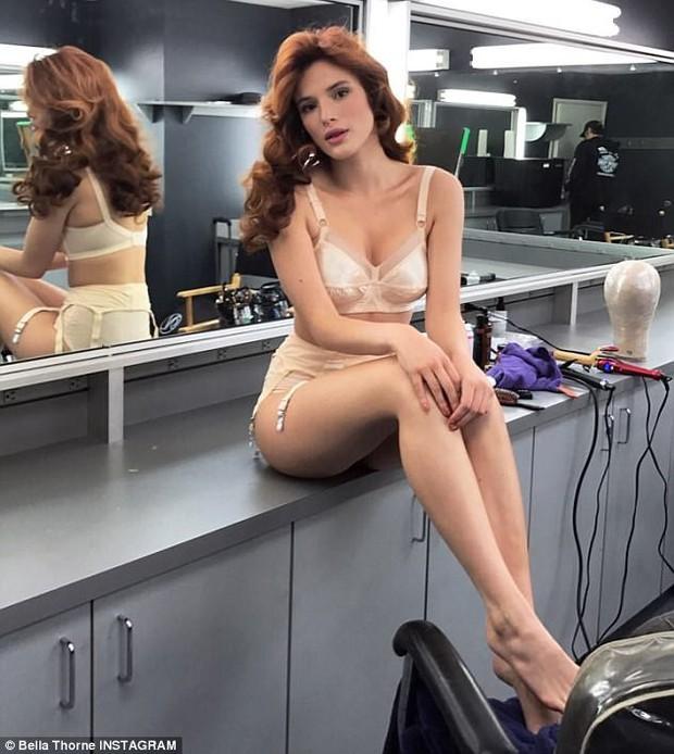 Xóa bỏ hình tượng công chúa Disney, Bella Thorne chụp ảnh nude táo bạo khoe thân hình gợi cảm - Ảnh 2.