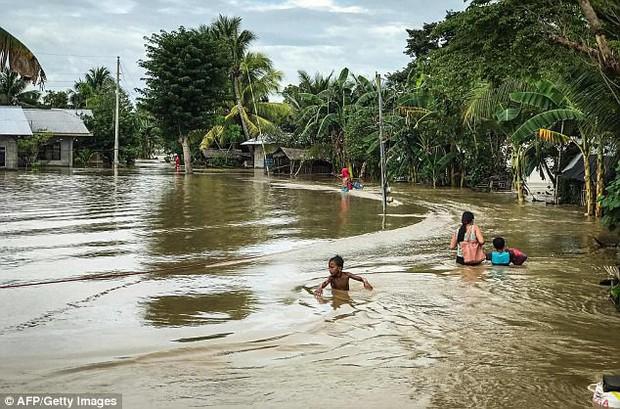 Trước khi đổ bộ vào Việt Nam, bão Tembin khiến hơn 200 người thiệt mạng và khoảng 153 người mất tích tại Philippines - Ảnh 7.