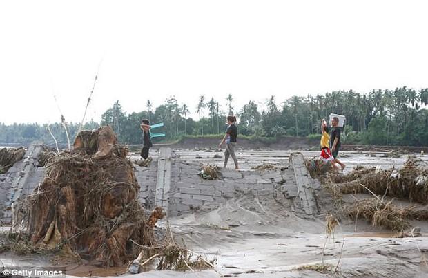 Trước khi đổ bộ vào Việt Nam, bão Tembin khiến hơn 200 người thiệt mạng và khoảng 153 người mất tích tại Philippines - Ảnh 11.
