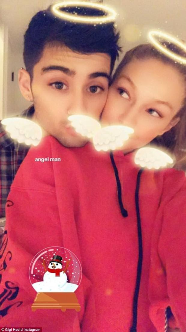 Mắt to tròn, mi cong vút, Zayn chụp ảnh selfie còn xinh hơn cả bạn gái Gigi Hadid - Ảnh 1.