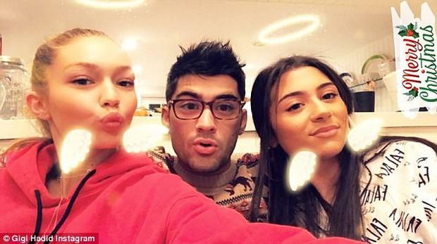 Mắt to tròn, mi cong vút, Zayn chụp ảnh selfie còn xinh hơn cả bạn gái Gigi Hadid - Ảnh 2.