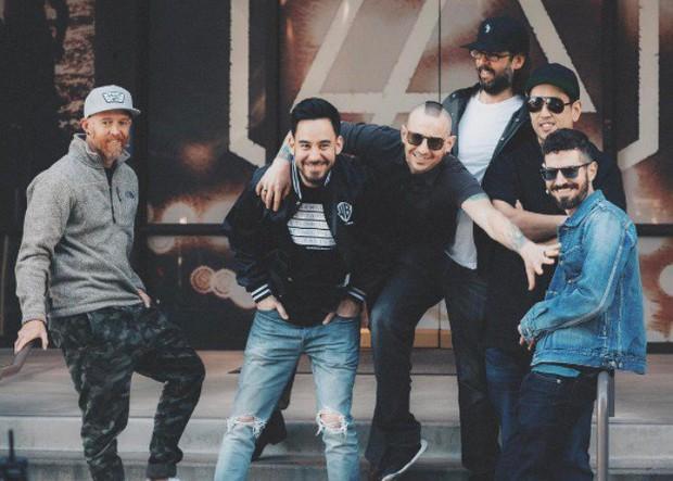 Linkin Park viết thư tưởng nhớ Chester Bennington: Chúng tôi yêu quý cậu và nhớ cậu rất nhiều - Ảnh 1.