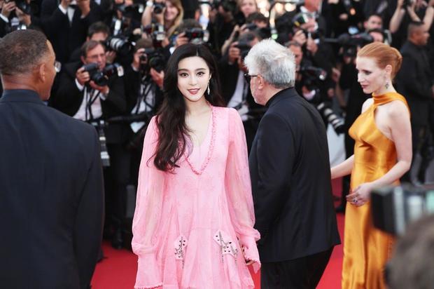 Phạm Băng Băng gây thất vọng, bị Elle Fanning dìm hàng toàn tập tại Cannes! - Ảnh 4.