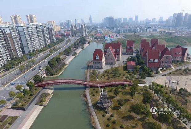 Trung Quốc: Hòn đảo ma toàn dinh thự đắt tiền giữa lòng thành phố Tô Châu - Ảnh 6.