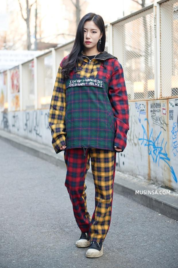 Đổ gục với street style đẹp-xịn-chất của các bạn trẻ thế giới - Ảnh 5.
