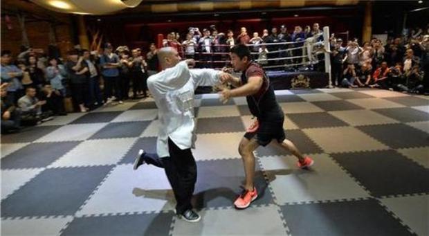 Cao thủ Thái Cực Quyền bị võ sĩ MMA hạ đo ván trong vài giây ngắn ngủi - Ảnh 4.