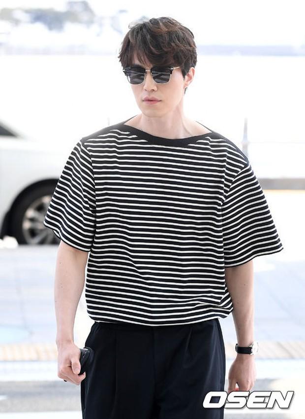 Có ai như Lee Dong Wook và Yoo In Na: Tình cờ gặp gỡ và biến sân bay thành sàn catwalk - Ảnh 11.