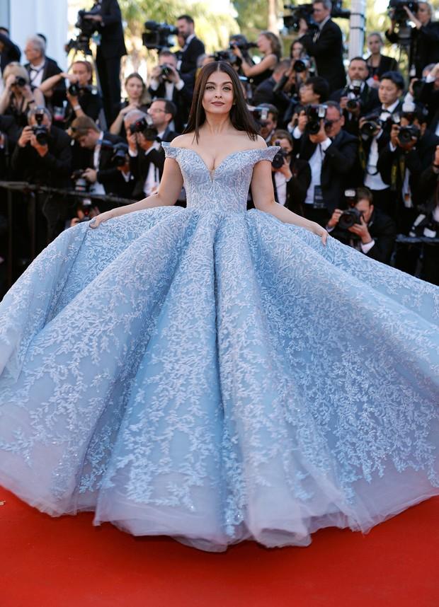 Cận cảnh chiếc đầm Lọ Lem đẹp nín thở của Hoa hậu đẹp nhất thế giới Aishwarya Rai trên thảm đỏ Cannes - Ảnh 6.