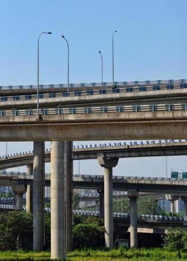 Cộng đồng mạng Trung Quốc khóc thét vì nút giao thông lắt léo như ma trận - Ảnh 3.