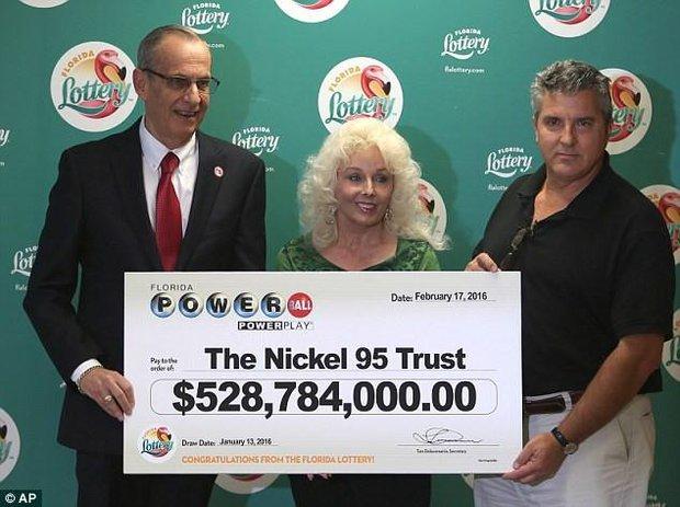 Cuộc sống bình dị đến khó tin của cặp vợ chồng triệu phú trúng 528 triệu đô la vé số - Ảnh 5.