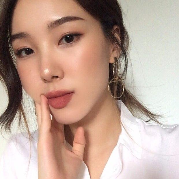 Không phải beauty blogger nhưng 5 hot girl Hàn này vẫn được hội mê làm đẹp săn đón vì makeup cực long lanh - Ảnh 20.