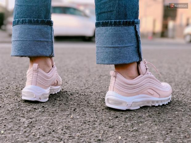 Review đôi sneaker được ví như viên kẹo ngọt đang đốn tim các cô nàng: Nike Air Max 97 Premium Pink Snakeskin - Ảnh 7.