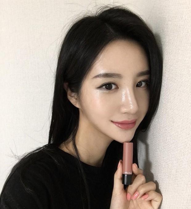 Trước đã mê da căng bóng, nay con gái Hàn lại càng chuộng mốt da bóng lưỡng như bôi mỡ - Ảnh 8.