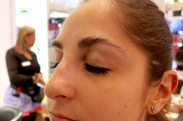Cô nàng này đã thử dịch vụ lột xác lông mày của 2 hãng mỹ phẩm nổi tiếng và phải ố á với kết quả - Ảnh 5.