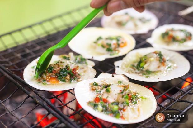 Món mới cho ngày lạnh ở Hà Nội: Sò điệp nướng trứng cút nóng hổi cực hấp dẫn - Ảnh 4.