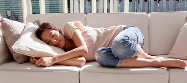 Ngủ trưa rất tốt cho tim cùng nhiều lợi ích khác nhưng còn tùy thuộc vào thời gian bạn ngủ bao lâu - Ảnh 1.