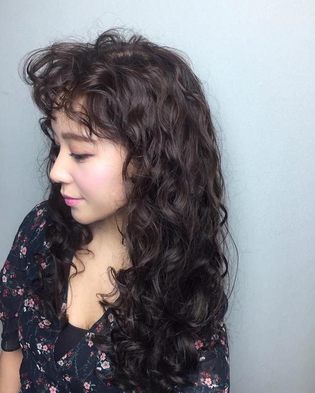 Chán tóc xoăn nhẹ nhàng, con gái Hàn rủ nhau làm tóc xoăn xù mì hoài cổ giống Sulli - Ảnh 5.