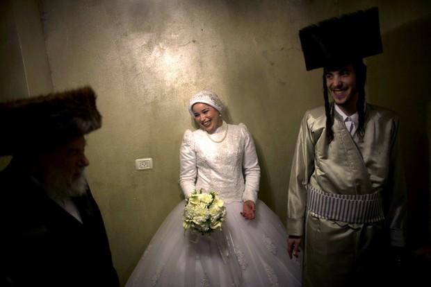 Cùng ngắm thêm 22 bộ váy cưới truyền thống tuyệt đẹp trên toàn thế giới - Ảnh 11.