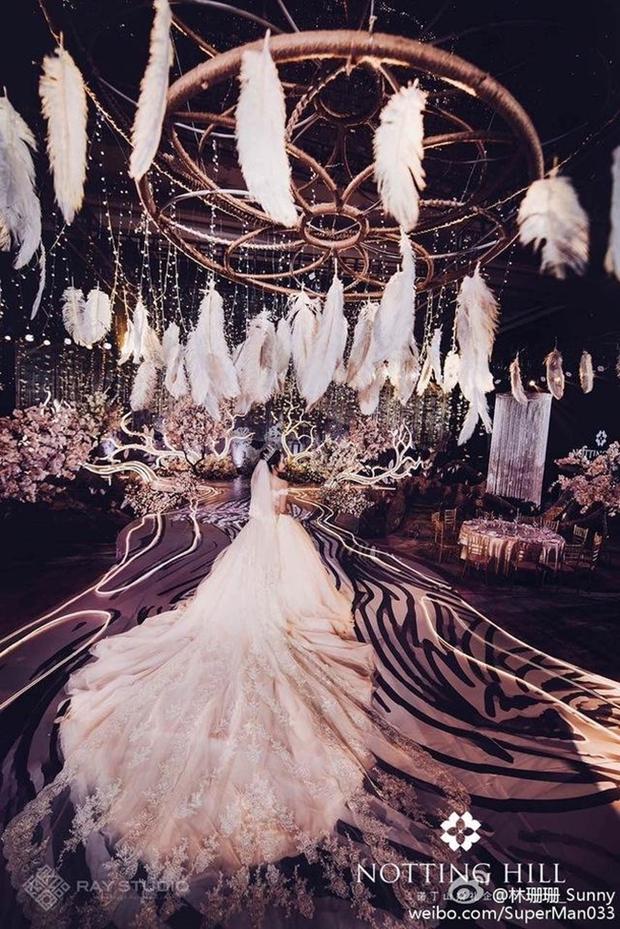 Hot girl mạng xã hội Trung Quốc méo mặt vì không chị em cây khế nào chịu đi dự đám cưới hoành tráng của mình - Ảnh 2.