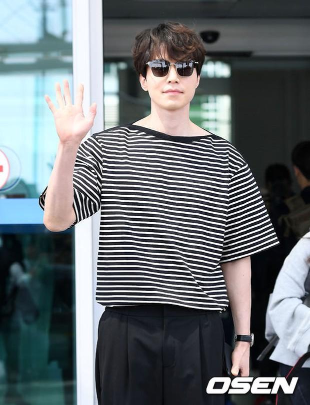 Có ai như Lee Dong Wook và Yoo In Na: Tình cờ gặp gỡ và biến sân bay thành sàn catwalk - Ảnh 12.