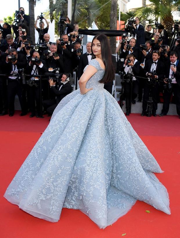 Cận cảnh chiếc đầm Lọ Lem đẹp nín thở của Hoa hậu đẹp nhất thế giới Aishwarya Rai trên thảm đỏ Cannes - Ảnh 5.