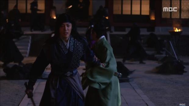 """""""Mặt Nạ Quân Chủ"""": Yoo Seung Ho đội mồ sống dậy, về quê vác giỏ kiếm cơm - Ảnh 10."""