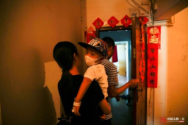 Nhật ký phiêu bạt ở Bắc Kinh của trẻ em mắc bệnh ung thư phải ở trong những căn nhà chật chội, kiếm tìm hy vọng sống - Ảnh 7.