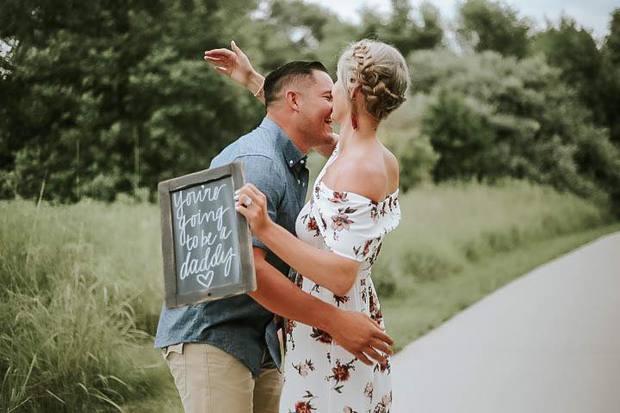 Cặp đôi được yêu cầu viết 3 điều về đối phương vào bảng, nhưng 7 chữ cô gái viết liền khiến chàng trai bật khóc - Ảnh 6.