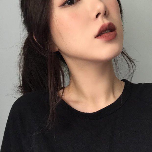 Không phải beauty blogger nhưng 5 hot girl Hàn này vẫn được hội mê làm đẹp săn đón vì makeup cực long lanh - Ảnh 21.