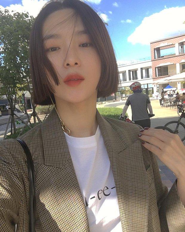 Không phải beauty blogger nhưng 5 hot girl Hàn này vẫn được hội mê làm đẹp săn đón vì makeup cực long lanh - Ảnh 27.