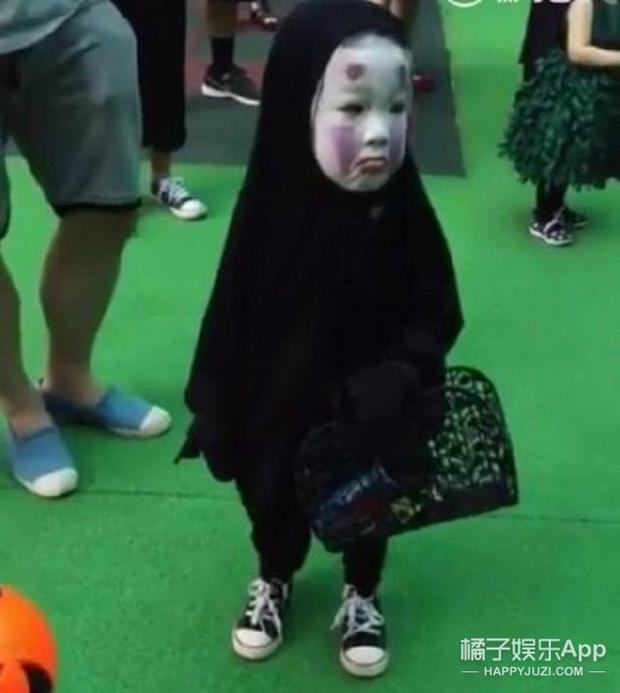 Sau màn hóa trang khiến người ta cười lăn lộn, cô bé Vô Diện nổi nhất dịp Halloween năm ngoái lại tái xuất rồi - Ảnh 1.
