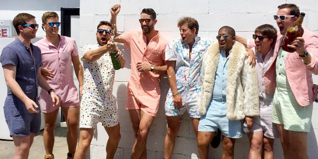 Không biết diện ra sao và diện để làm gì, đây chính là 15 xu hướng thời trang gây bối rối nhất năm 2017 - Ảnh 6.