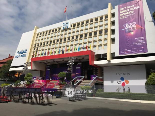 1 ngày trước MAMA 2017 tại Việt Nam: Nhà hát Hòa Bình đã được trải thảm đỏ, an ninh thắt chặt - Ảnh 5.