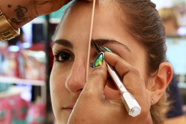 Cô nàng này đã thử dịch vụ lột xác lông mày của 2 hãng mỹ phẩm nổi tiếng và phải ố á với kết quả - Ảnh 6.