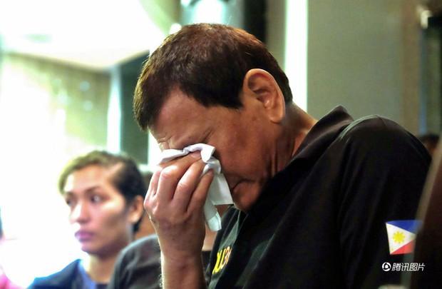 Tổng thống Philippines không kìm được nước mắt khi nghe tin 37 người thiệt mạng trong vụ hỏa hoạn - Ảnh 3.