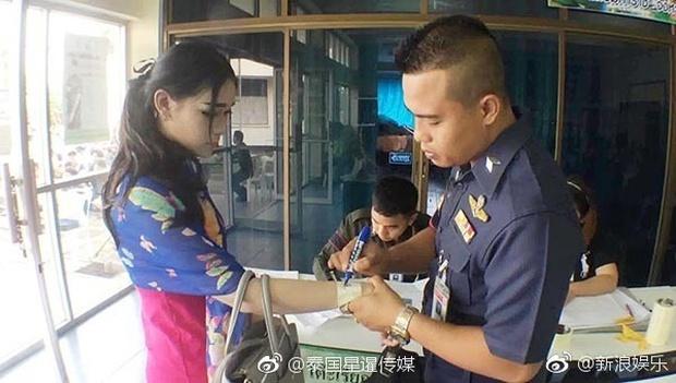 Hoa hậu Chuyển giới Thái Lan thu hút sự chú ý khi đi khám nghĩa vụ quân sự - Ảnh 8.