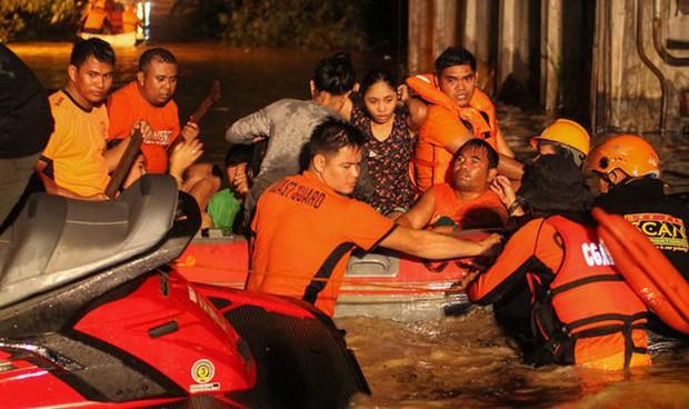 Trước khi đổ bộ vào Việt Nam, bão Tembin khiến hơn 200 người thiệt mạng và khoảng 153 người mất tích tại Philippines - Ảnh 2.